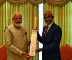 PM Modi gifts a cricket bat to Maldives President