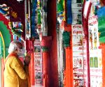 PM Modi offers prayers at Hanumangarhi Temple