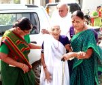 Modi's mother exchanges old notes for Rs 4,500