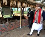 Modi visits the organic product exhibition
