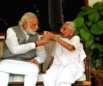 Modi meets mother, seeks blessings