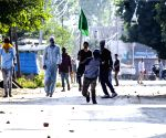 Kashmir violence - Protesters pelt stones on security personnel