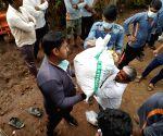 Kashmiri students sacrifice Eid to help Maha flood victims