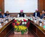 Amarinder Singh chairs cabinet meeting