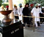 Amarinder Singh, Navjot Singh Sidhu at Jallianwala Bagah