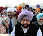 Amarinder Singh visits the Golden Temple