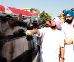 Amarinder Singh cleans the statue of Subedar Nand Singh