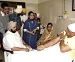 Amarinder Singh meets injured party workers