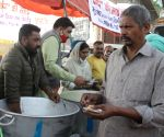Punjab Police SI serves food to farmers on Singhu border