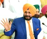 "Navjot Singh Sidhu no longer part of ""The Kapil Sharma Show"""