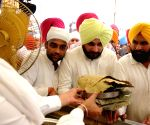 Navjot Singh Sidhu visits Golden Temple