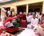 Rae Bareilly (UP): Sonia Gandhi performs 'Havan' ahead of filing nomination