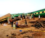 10 killed, 40 injured in Pakistan train accident
