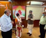Railway Minister meets Mirabai Chanu, announces Rs 2 cr reward