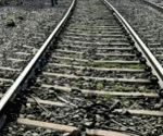 5 jump off wrong train, 1 dead