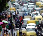 Rain slows down traffic in Delhi