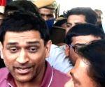 Raj crowd goes berserk to catch glimpse of Dhoni