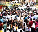 Ram Mandir land fund 'scam': Bharatiya Janata Yuva Morcha workers protest outside Shiv Sena Bhavan; 40 protestors detained at Dadar in Mumbai