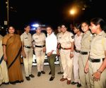 Free Photo: Rani Mukerji meets special night patrol police team