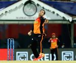 Rashid, Nabi help SRH restrict flying KKR to 187/6 (Ld)