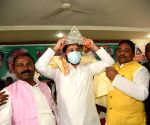 Rashtriya Janta Dal leader Tejaswi Yadav being felicitate by Party leaders during the Ravidas Birth anniversary in Patna