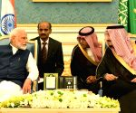PM Modi warmly welcomed by Saudi King