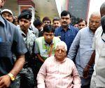 Lalu Prasad Yadav arrives at Jai Prakash Narayan Airport