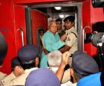 Lalu leaves for Delhi over treatment at AIIMS