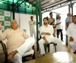 Lalu Yadav meets party workers