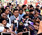 Bihar strike - Akhilkesh Singh talks to the media