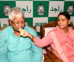 Nitish Kumar greets Lalu on birthday