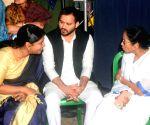 Tejashwi, Kanimozhi join Mamata's sit-in