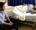 Tejashwi visits Lalu at Asian Heart Institute