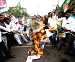 RJD workers burn Nitish's effigies