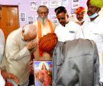 Bhagwat meets Padma Shri Anwar Khan Baeeya in Barmer