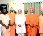 RSS leader Mohan Bhagwat called on Sri Siddalinga Swami at Siddaganga Mutt, in Tumkur on Thursday 4th March 2021