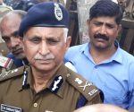 Delhi top cop briefs Shah on current situation