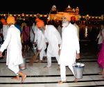 Sabat Surat' Sikhs clean Golden Temple