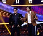 Salman Khan shares Shah Rukh Khan's Disney+ Hotstar ad, SRK reacts