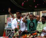 Salman Khan at Milind Deora's political rally.