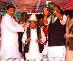 Chaos at Samajwadi Party rally