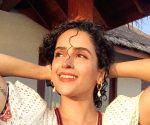 Sanya Malhotra flaunts a few throwback moves