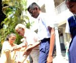 2019 Lok Sabha elections - School students help old voters to reach polling stations