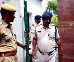 CBI raids Lalu's residence in Patna