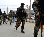 Trooper injured as militants snatch weapons in Kashmir