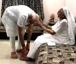 PM Narendra Modi to start his 69th birthday with mother's blessing