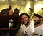 Afridi hosts dinner for Michael Holding in Karachi