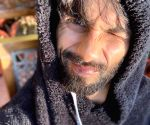 Free Photo: Shahid Kapoor soaks up the sun in the hills