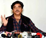 Shatrughan Sinha attends Pak wedding, draws social media ire