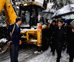 Himachal CM walks back home to inspect snow-clearing work